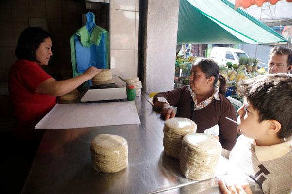 Hasta 14 pesos el kilo de tortilla en Puebla