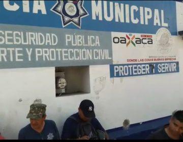 Después de 8 robos a instancia educativa padres de familia bloquean acceso de cuartel municipal en Oaxaca