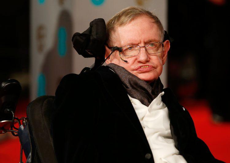 De los agujeros negros a la gran explosión, el universo de Hawking retratado en cuatro películas