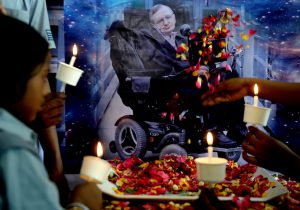 Hawking será enterrado al lado de Isaac Newton y Charles Darwin en abadía de Westminster