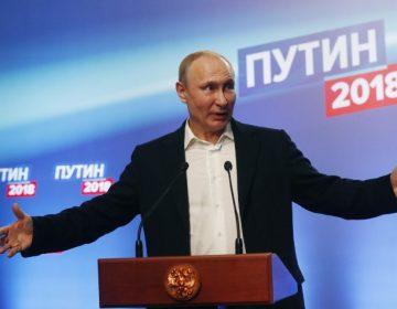 Putin gana elecciones de forma aplastante; opositores acusan simulación