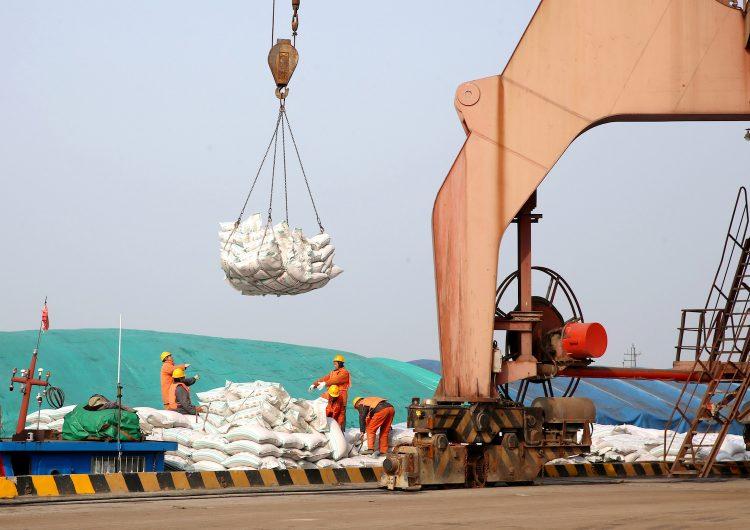China responde a EE. UU. con aranceles en un centenar de sus productos, ¿será el inicio de una batalla comercial?