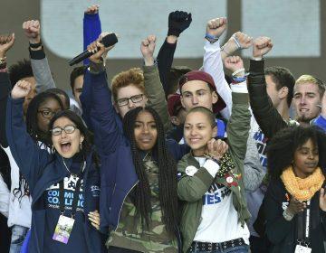 Los poderosos discursos de estudiantes sobrevivientes de tiroteos en la multitudinaria marcha en EE.UU.