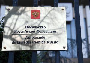 Crisis para Rusia: EE. UU. y 22 países expulsan a un centenar de diplomáticos rusos por ataque al exespía