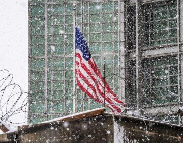 Rusia responde a EE. UU.: expulsa a 60 diplomáticos y cierra el consulado estadounidense