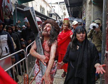 Cómo celebra la gente alrededor del mundo el Viernes Santo (FOTOS)