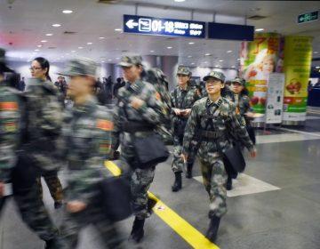 """Personas con bajo """"puntaje social"""" en China no podrán viajar en aviones o trenes"""