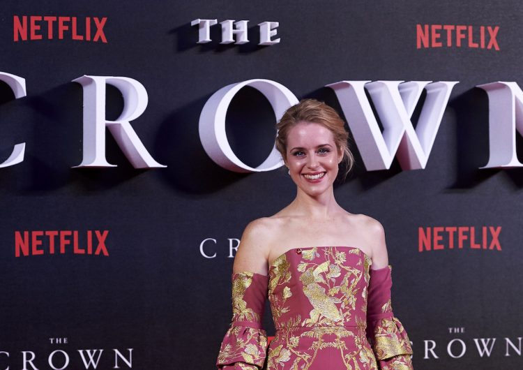 "Netflix pagó menos a Claire Foy por su papel de la Reina Isabel, que a Matt Smith en ""The Crown"""