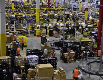 Los empleados de Amazon se rebelan y hacen su primera huelga en España, ¿por qué?