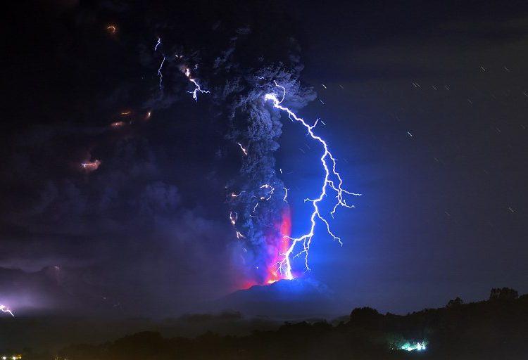 Científicos grabaron por primera vez el sonido de un trueno volcánico