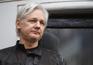 Assange insiste en testificar por Cambridge Analytica y el gobierno de Ecuador lo incomunica