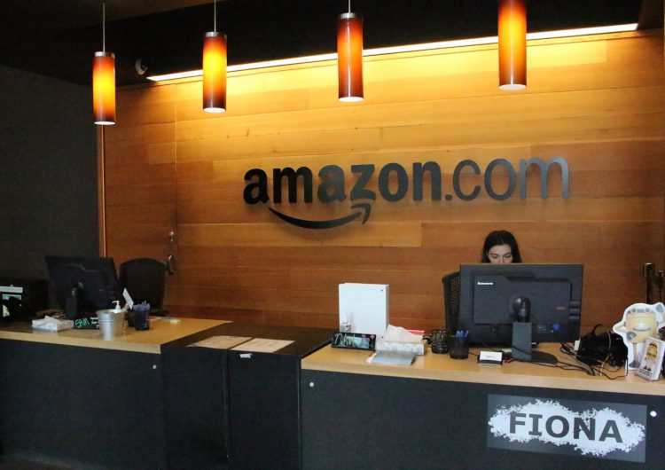 Trump afirma que Amazon estafa a la oficina de correos y que el Washington Post es su cabildero