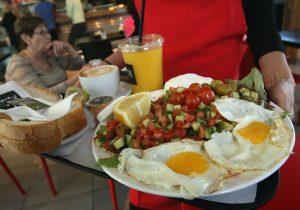 Un desayuno fuerte puede ser la clave para bajar de peso