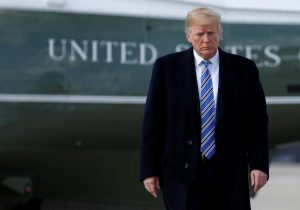 Trump declara abril el mes de concientización sobre agresión sexual, mientras enfrenta acusaciones de abuso