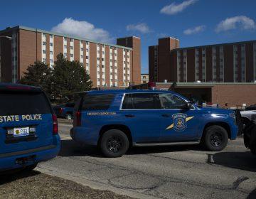 Detienen a estudiante acusado de matar a sus padres en universidad de EE. UU.