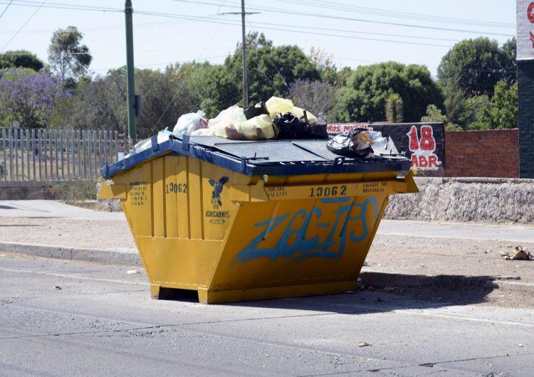 Incendian un contenedor de basura al día