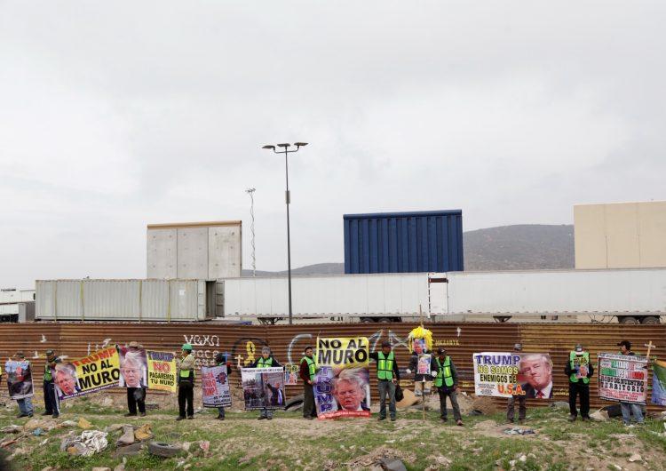 Protestan a metros de Trump en Tijuana