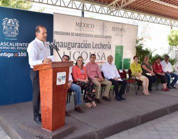 Inaugura gobernador lecherías Liconsa