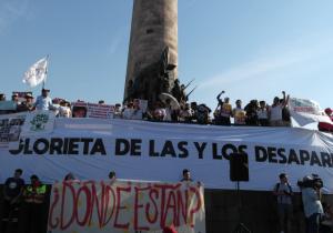 """Condenan estudiantes revictimización de César Ulises y acusan """"irresponsable cobertura mediática""""; interviene la CNDH"""
