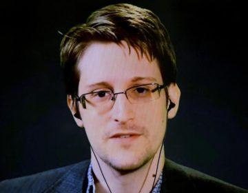 """Facebook es una """"compañía de vigilancia"""" que se aprovecha de la información: Snowden"""