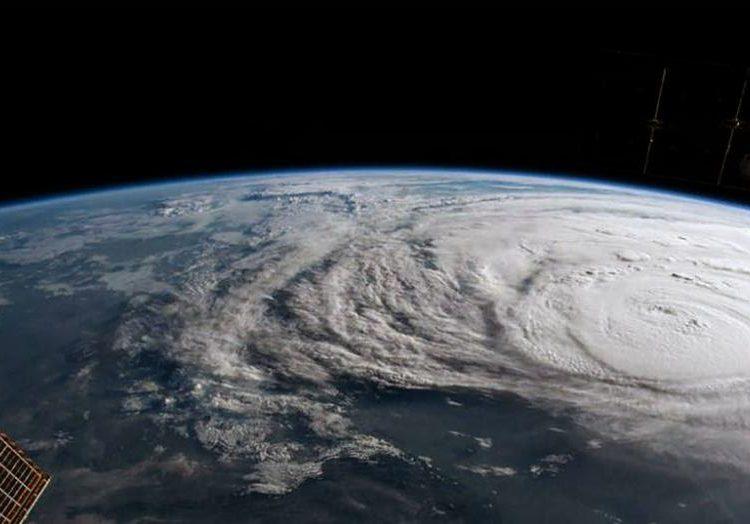 huracanes-burbujas-aire-mar