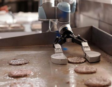 Flippy, el robot que prepara hamburguesas, es despedido por ser muy lento