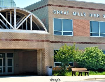Tiroteo en secundaria de Maryland deja dos estudiantes heridos; el agresor murió