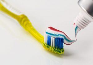 La pasta de dientes no es lo que pensabas: no protege tu esmalte ni ayuda con la sensibilidad