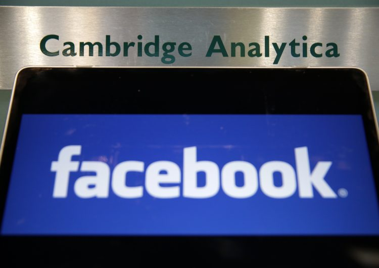 Cambridge Analytica se queda sin CEO por escándalo con Facebook