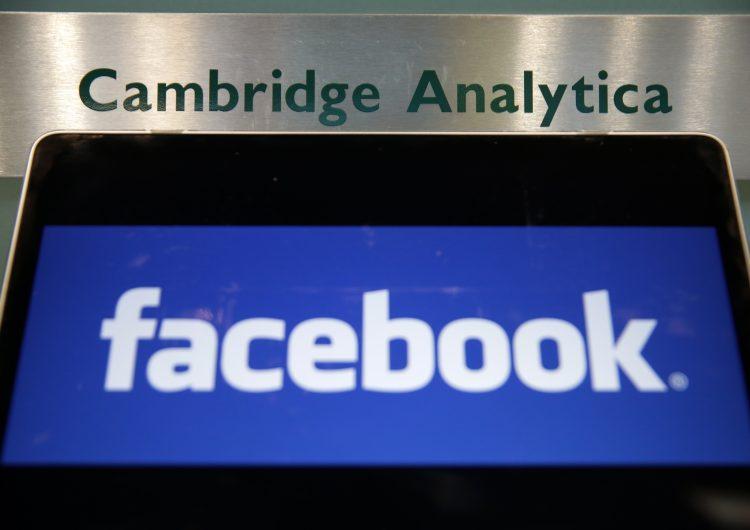 cambridge-analytica-renuncia-ceo-facebook