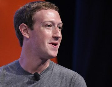 Zuckerberg defiende el modelo de negocios de Facebook y responde a críticas de Apple