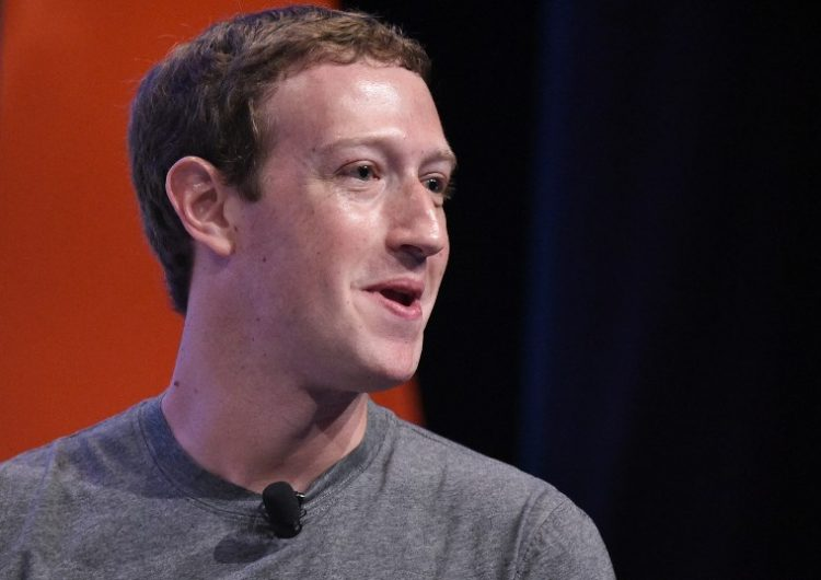 Zuckerberg modelo de negocios Facebook Apple