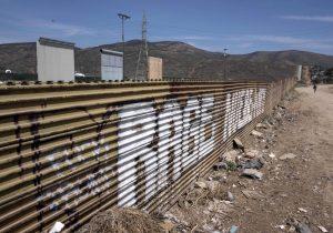 ¿Qué implica el despliegue militar de Trump en la frontera con México?