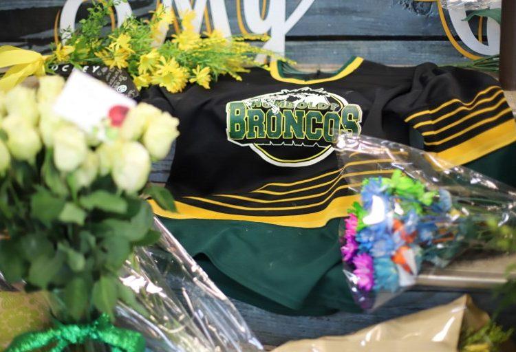 Canadá llora al equipo de hockey accidentado y busca explicaciones sobre su muerte