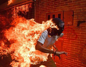 El joven en llamas, la historia detrás de la foto del año del World Press Photo 2018