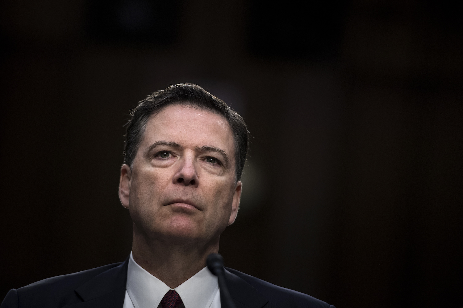 Exdirector FBI considera Trump no está