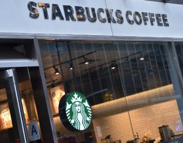 Policía de Filadelfia se disculpa por el arresto de dos hombres negros en Starbucks
