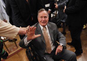 El expresidente George H.W. Bush es hospitalizado, se encuentra en terapia intensiva