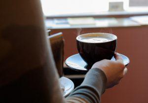 Café y embarazo: una combinación que podría afectar el peso de los niños