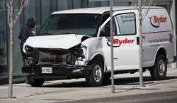 Camioneta embiste a peatones en Toronto; hay al menos 10…