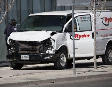Camioneta embiste a peatones en Toronto; hay al menos 10 muertos