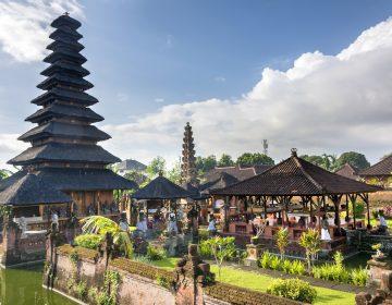 Un chico de 12 años le robó la tarjeta de crédito a sus padres y viajó solo a Bali