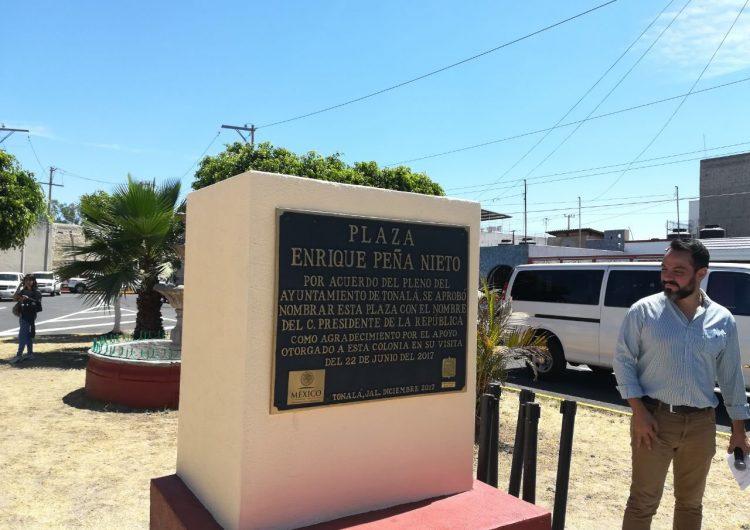 "Bautizan plaza ""Enrique Peña Nieto"" en colonia de Tonalá, municipio donde desaparecen estudiantes"
