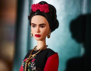 Un juez impide la venta de la Barbie de Frida Kahlo en México