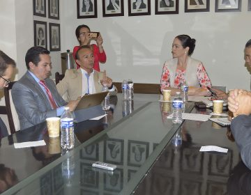 Se reúne Congreso con secretario de salud
