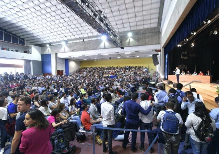 Irrumpen universitarios en evento de Anaya en Jalisco; le exigen respuestas sobre migración y feminicidios