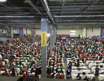 En 30 minutos logran récord por clase de robótica más grande del mundo en Jalisco