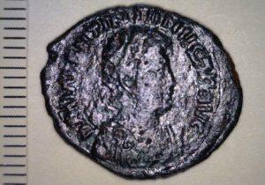 Descubren monedas de bronce de 1,500 años de antigüedad en un puerto griego