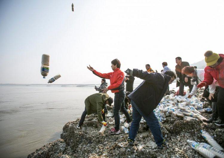Una manera de ayudar a Corea del Norte: enviar suministros en una botella