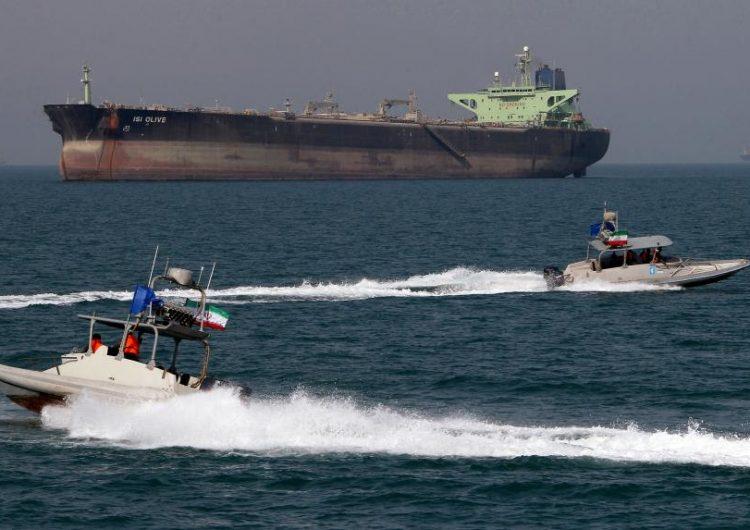 Irán amenaza con hundir buques de guerra estadounidenses